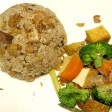「インドネシア! 温野菜のガドガド」と「魚介のナシゴレン」