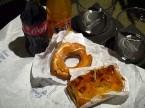 夕食はドーナツとアップルパイ