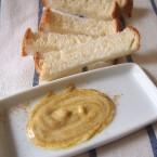 カレーパウダーとバターを混ぜる
