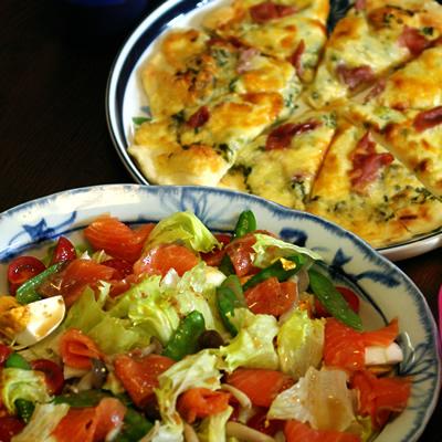 ピザとサラダ