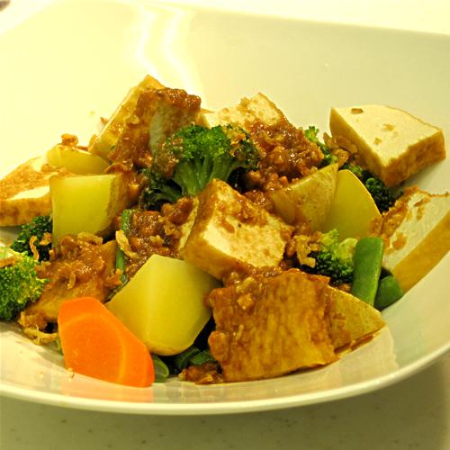 インドネシア! 温野菜のガドガド