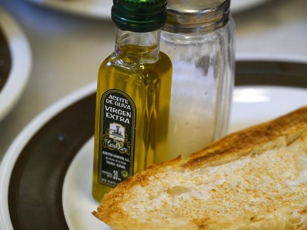 トースト・オリーブオイル・塩