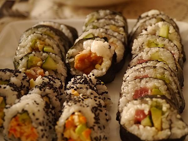 私のせいでユルユルの巻き寿司&裏巻き