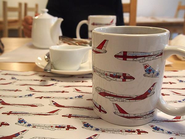 マグカップで出たきた食後のコーヒー